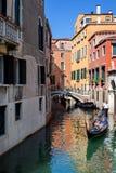 Canal típico em Veneza, Veneza, Vêneto, Itália Foto de Stock Royalty Free