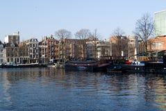 Canal típico en Amsterdam Foto de archivo