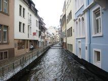 Canal urbano, Friburgo, Alemania Imagen de archivo libre de regalías