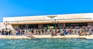 Canal Venecia Italia de Santa Lucia Railway Station Tourists Grand Fotos de archivo libres de regalías
