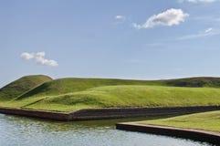 Canal y colinas Foto de archivo