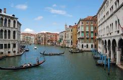 Canal y góndola de Venecia fotos de archivo libres de regalías