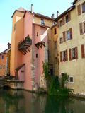 Canal y maisons, Annecy (Francia) Imagenes de archivo