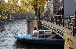 Canalboat w jesieni w Amsterdam Fotografia Stock