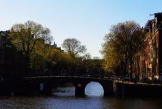 Canalbridge Amsterdam fotografering för bildbyråer