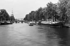 Canale a Amsterdam immagini stock
