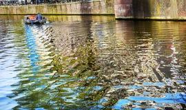 Canale Amsterdam Holland Netherlands di Singel di riflessione della barca fotografia stock