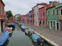 Canale del Burano variopinto Venezia Italia immagine stock libera da diritti