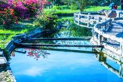 Canale dell'acqua calda alla sorgente di acqua calda di Sankamphaeng fotografia stock