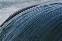 Canale dell'acqua in cascate del Niagara Immagine Stock