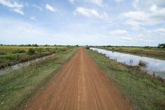 CANALE DELL'ACQUA DI AGRICOLTURA DEL KAMPONG THOM DELLA CAMBOGIA Fotografie Stock Libere da Diritti