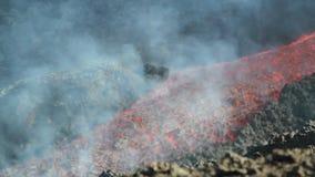 Canale dell'interno di flusso di lava stock footage