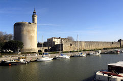 Canale, di Aigues-Mortes, Camargue immagini stock libere da diritti