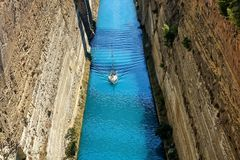 Canale di Corinto in Grecia in un giorno di estate immagini stock