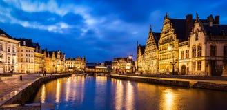 Canale di Gand, vie di Korenlei e di Graslei in Immagini Stock