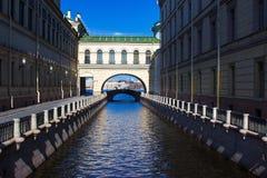 Canale di inverno vicino a Neva, St Petersburg, Russia Fotografie Stock Libere da Diritti