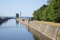 Canale di Petrovsky un il giorno soleggiato a luglio Kronštadt Immagine Stock