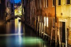 Canale di Venezia entro la notte Fotografie Stock Libere da Diritti