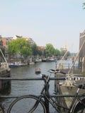 Canale e bici a Amsterdam fotografia stock