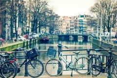 Canale e biciclette di Amsterdam fotografie stock