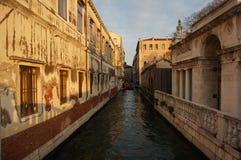 Canale e costruzioni di Venezia Immagini Stock Libere da Diritti