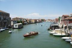 Canale grande con le barche a Venezia, Italia fotografie stock