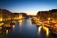 Canale grande en la oscuridad, Venecia, Italia Foto de archivo