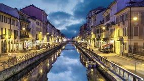 Canale grande nella sera, Milano di Naviglio video d archivio