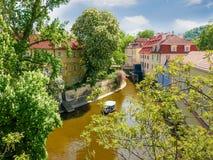 Canale idrico Certovka a Praga nella primavera Immagini Stock Libere da Diritti