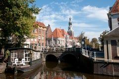 Canale nella città Alkmaar Fotografia Stock