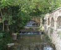 Canale precipitante a cascata Immagini Stock Libere da Diritti
