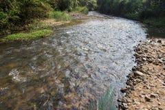 Canale uent scorrente del 'del efï¬ dell'acqua fotografia stock
