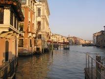 Canale a Venezia al tramonto Immagini Stock