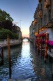 Canale vuoto di Venezia con le luci Fotografia Stock