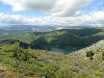Canales behållare, ejar toppig bergskedja för GÃ-¼, Sierra Nevada, Spanien Arkivfoto