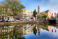 Canales de Amsterdam - iglesia de Westerkerk, Países Bajos, Holanda, euro Imagenes de archivo