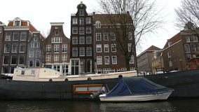 Canales de Amsterdam que mueven el tiro almacen de video