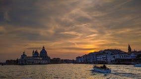 Canales de la góndola de Venecia de la ciudad fotos de archivo