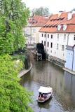 Canales de la primavera en Praga. Imagen de archivo libre de regalías