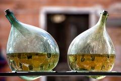 Canales de Venecia en una botella Imagenes de archivo