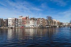 Canales en Amsterdam durante el día Imagen de archivo libre de regalías
