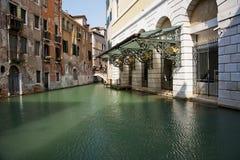 Canales en Venecia Imágenes de archivo libres de regalías
