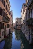 Canales viejos de la ciudad de Venecia en Italia fotografía de archivo