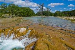 Canales y cascada Tejas tropical rápido de la erosión del río de Frio imagen de archivo libre de regalías