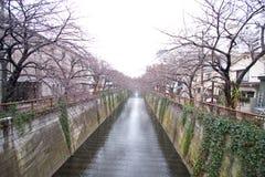 Canaleta de água da cidade de Tokyo imagem de stock