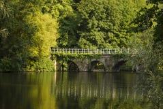Canaleta de Bruges com ponte agradável Imagens de Stock