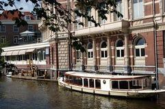 Canaletas de Amsterdão imagens de stock