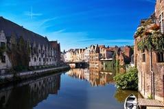 Canaletas de Bruges. imagem de stock