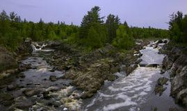 Canaletas de rio na mola fotos de stock