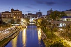 Canali famosi di Aveiro entro le notti nel Portogallo Fotografie Stock